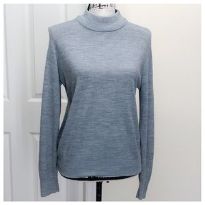 Sweaters - ❤️Lovely light grey sweater❤️